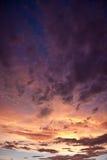 Kleurrijke stormachtige hemel Stock Afbeeldingen