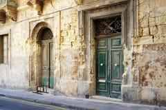 Kleurrijke straat in de Stad van Sliema, Malta architectuur, balkon, heldere, bouw buiten, hoofdsteden, stad, kleurenbeeld, Stock Foto