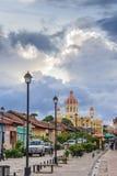 Kleurrijke straat in Granada Royalty-vrije Stock Foto's