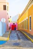Kleurrijke straat in San Juan Puerto Rico stock afbeeldingen