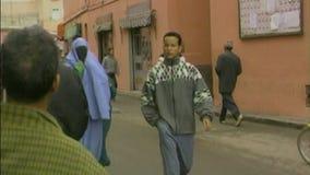 Kleurrijke straat van Marrakech marokko stock video