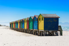Kleurrijke strandhutten in Muizenberg, Cape Town Stock Foto's