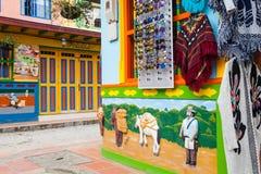 Kleurrijke straten van Guatape-stad in Colombia Stock Afbeeldingen