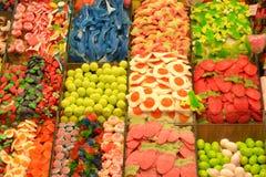 Kleurrijke suikergoed en snoepjes bij markt Stock Afbeelding