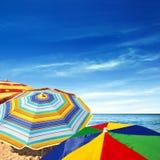 Kleurrijke Sunshades stock afbeeldingen