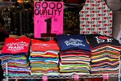 Kleurrijke T-shirts Stock Foto