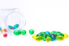 Kleurrijke tabletten met capsules Royalty-vrije Stock Afbeeldingen