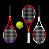 KLEURRIJKE TENNISrackets EN BAL Stock Afbeeldingen