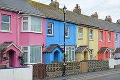 Kleurrijke terrasvormige huisvesting het UK stock afbeelding