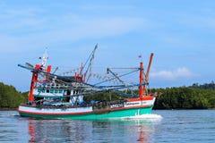 Kleurrijke Thaise vissersboot Stock Foto