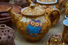 Kleurrijke thee - aardewerk met de hand gemaakte klei royalty-vrije stock foto