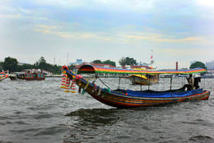 Kleurrijke toeristenboten in Bangkok, Thailand Stock Foto