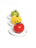 Kleurrijke tomaten op platen Royalty-vrije Stock Foto's