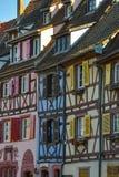 Kleurrijke traditionele Franse huizen in Tengere Venise, Colmar Stock Afbeeldingen