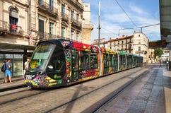 Kleurrijke tram in Monpellier, Frankrijk Stock Fotografie