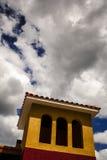Kleurrijke Tropische Architectuur Stock Foto's