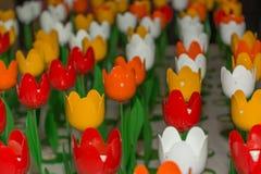 Kleurrijke tulpen in metaal Stock Afbeeldingen