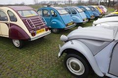Kleurrijke Uitstekende auto's Citroën 2 cv Stock Afbeelding