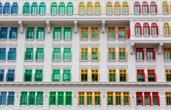 Kleurrijke vensters Stock Foto's