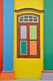 Kleurrijke vensters en details op een koloniaal huis in Weinig India Royalty-vrije Stock Foto