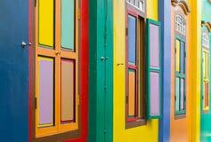 Kleurrijke Vensters en Deuren Stock Afbeeldingen