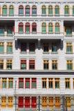 Kleurrijke vensters Singapore Stock Afbeeldingen