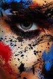 Kleurrijke Verfplonsen op Gezicht van schoonheidsmodel royalty-vrije stock foto's