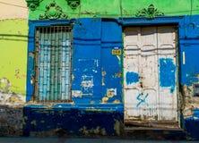 Kleurrijke vernietiging in de voorgevel Royalty-vrije Stock Afbeeldingen