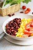 Kleurrijke verse salade stock foto's