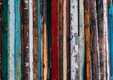 Kleurrijke verticale lijnen, stapel van houten deuren royalty-vrije stock afbeelding