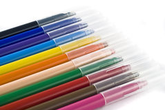 Kleurrijke viltpennen (tellers) over wit stock foto