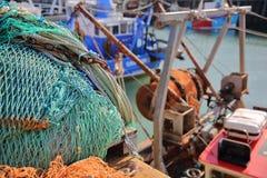 Kleurrijke visnetten bij de visserijhaven in Whitstable, het UK Stock Afbeelding