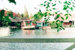 Kleurrijke vissersboten in de foto van Thailand De foto van reiszuidoost-azië De foto van reiszuidoost-azië Royalty-vrije Stock Afbeeldingen