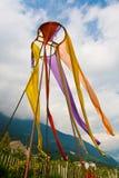 Kleurrijke vlaggen op pool Stock Afbeeldingen