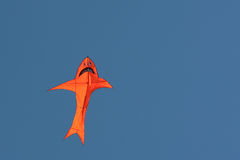 Kleurrijke vlieger in de lucht Royalty-vrije Stock Foto's