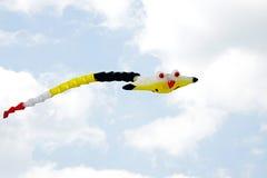 Kleurrijke vlieger en hemel Royalty-vrije Stock Afbeeldingen