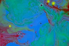 Kleurrijke vloeistoffen die onder water zich dicht omhoog mengen Royalty-vrije Stock Fotografie