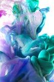 Kleurrijke vloeistoffen onderwater Kleurrijke abstracte samenstelling Stock Foto's