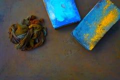 Kleurrijke vod en verspreiderstootkussens op oxyde royalty-vrije stock fotografie