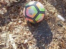 Kleurrijke voetbal of voetbalbal op grond stock foto's
