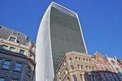 Kleurrijke voorgevels van gebouwen op Eastcheap-Straat in het financiële district van de Stad van Londen met 20 Fenchurch Straat  Stock Foto's