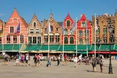 Kleurrijke Voorzijden Marktvierkant Brugge belgië royalty-vrije stock afbeelding