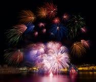 Kleurrijke vuurwerkexplosie in Valletta, Malta Royalty-vrije Stock Afbeeldingen