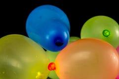 Kleurrijke waterimpulsen stock afbeeldingen