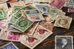 Kleurrijke Wijnoogst Gebruikte Postzegels Stock Afbeelding
