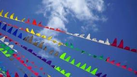 Kleurrijke wimpels stock video