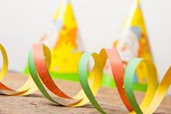 Kleurrijke wimpels en Carnaval hoed Stock Foto's