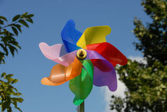 Kleurrijke windmolen stock afbeeldingen