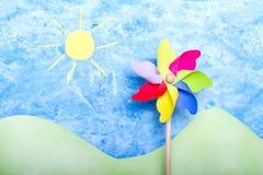 Kleurrijke windmolen op met de hand gemaakt milieu Stock Foto