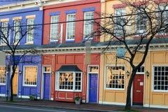 Kleurrijke winkels Stock Foto